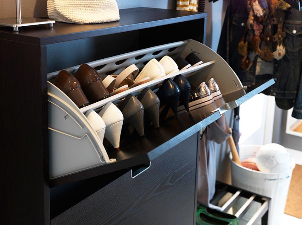 """Schuhschrank """"Ställ"""" von Ikea bietet dank seines Kippsystems viel Stauraum."""