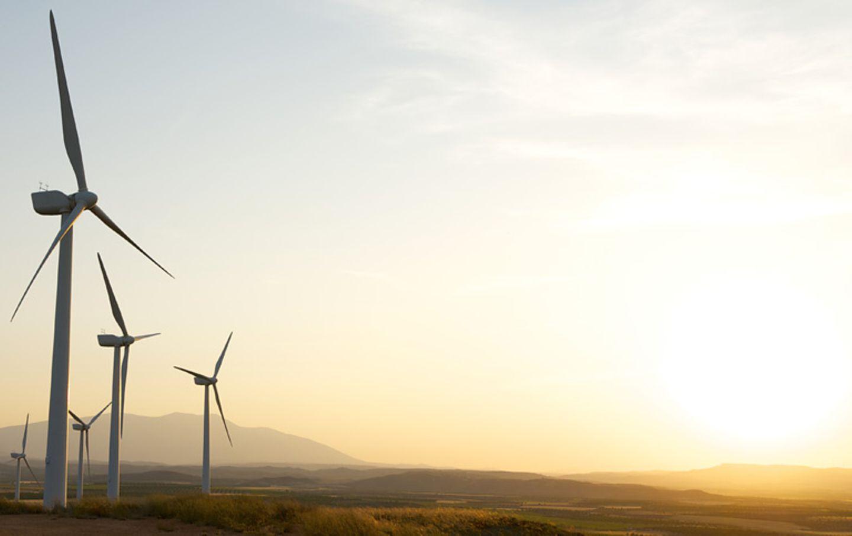 Ob Wind- oder Wasserkraft - die Sonne ist der größte Energiespender und steckt oft auch hinter anderen Energieformen.