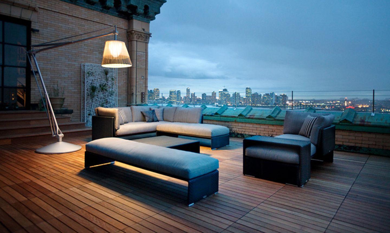 """Mit Lounge-Möbeln kann man draußen wohnen wie drinnen - zum Beispiel mit der Kollektion """"Slim Line"""" von Dedon."""