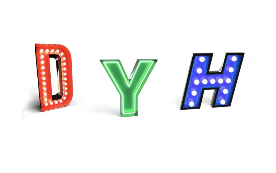 Retro-Buchstaben und Neonreklame bei Delightfull