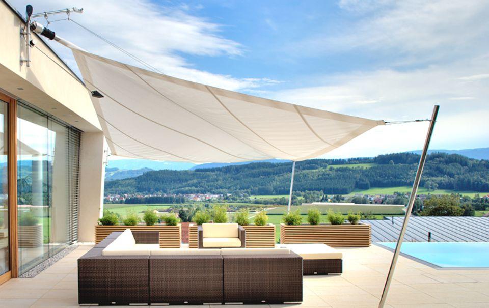 Luxus mit Komfort: Sonnensegel von Sunsquare mit Windmesser und Motoreinzug.