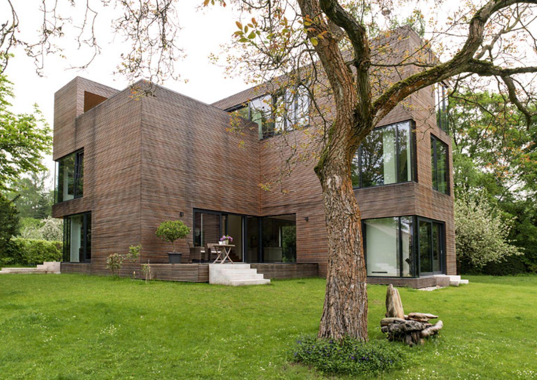 Ein Haus als Holzskulptur