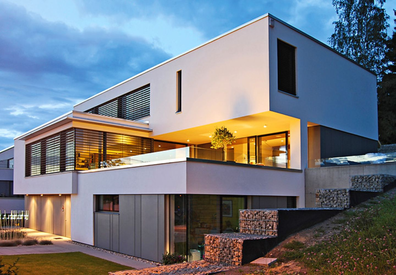 Klare Konturen und kubische Formen prägen das Haus des Architekten im luxemburgischen Walferdange. Das Innere überrascht mit einer offenen Wohnlandschaft.