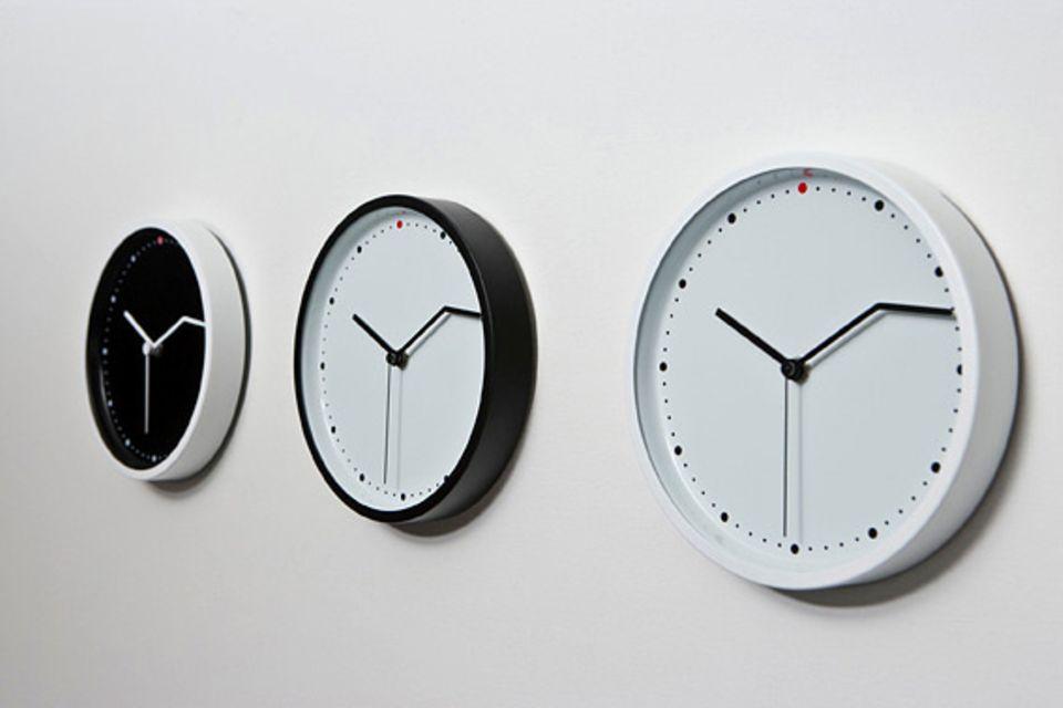 """Wanduhr mit abgeknickten Zeiger: """"On Time"""""""