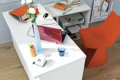 Arbeitsplatz mit Stauraum für Drucker