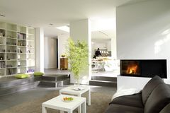 Wohnen in Grau und Weiß