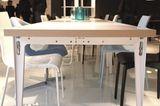 """Tisch """"T.U."""" von Ligne Roset"""