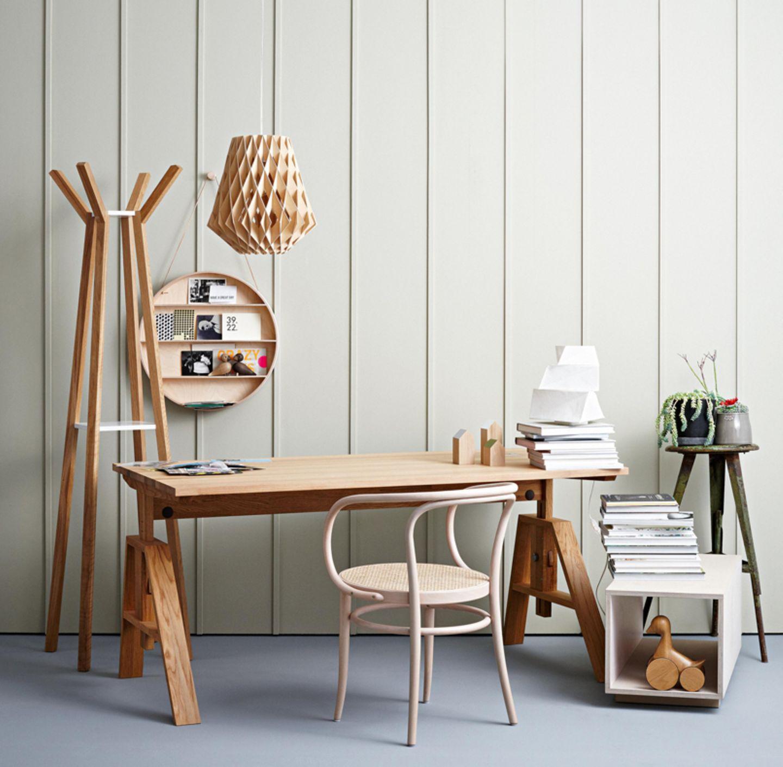 Im Arbeitszimmer: Schreibtisch, Regal und Co. aus Holz