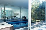 Lichthof mit Pool