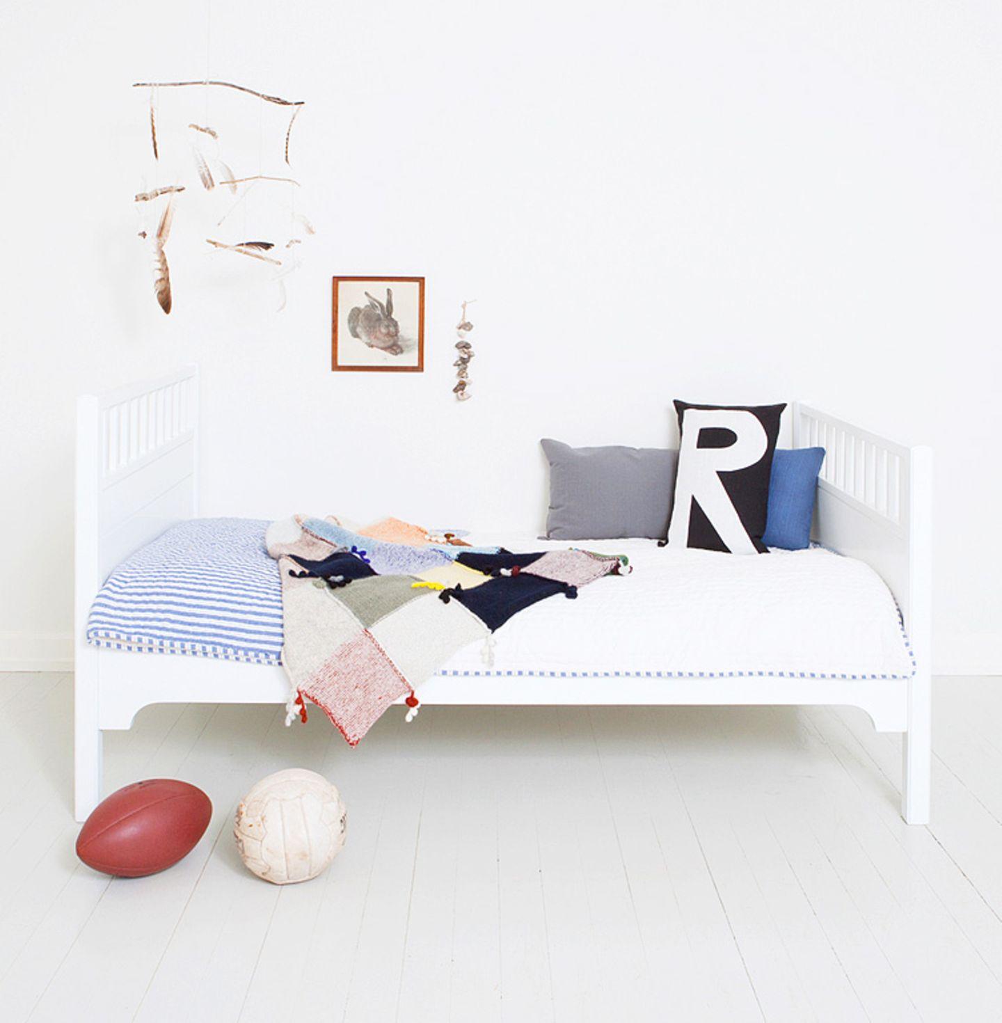 Kinderbett in strahlendem Weiß
