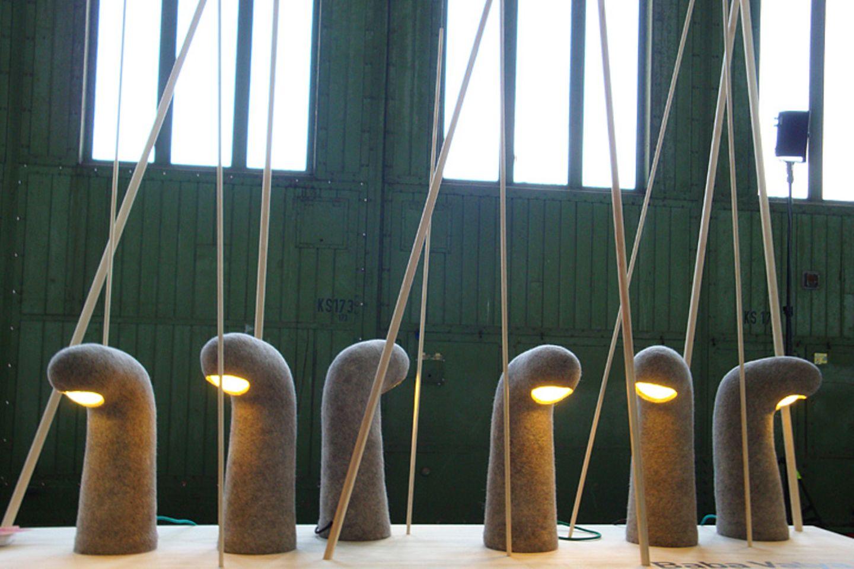 """Als Inspiration für das Lichtobjekt """"Baba Valja"""" diente der traditionelle russische Filzstiefel. Die Leuchte ist handgemacht un…"""