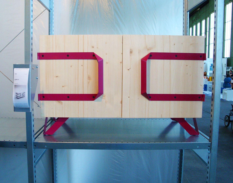 """Das Sideboard """"Möbius"""" hat keine Rückwand. Die braucht es auch nicht, denn die Designer Philipp Hermes und Dustin Essen haben """"…"""