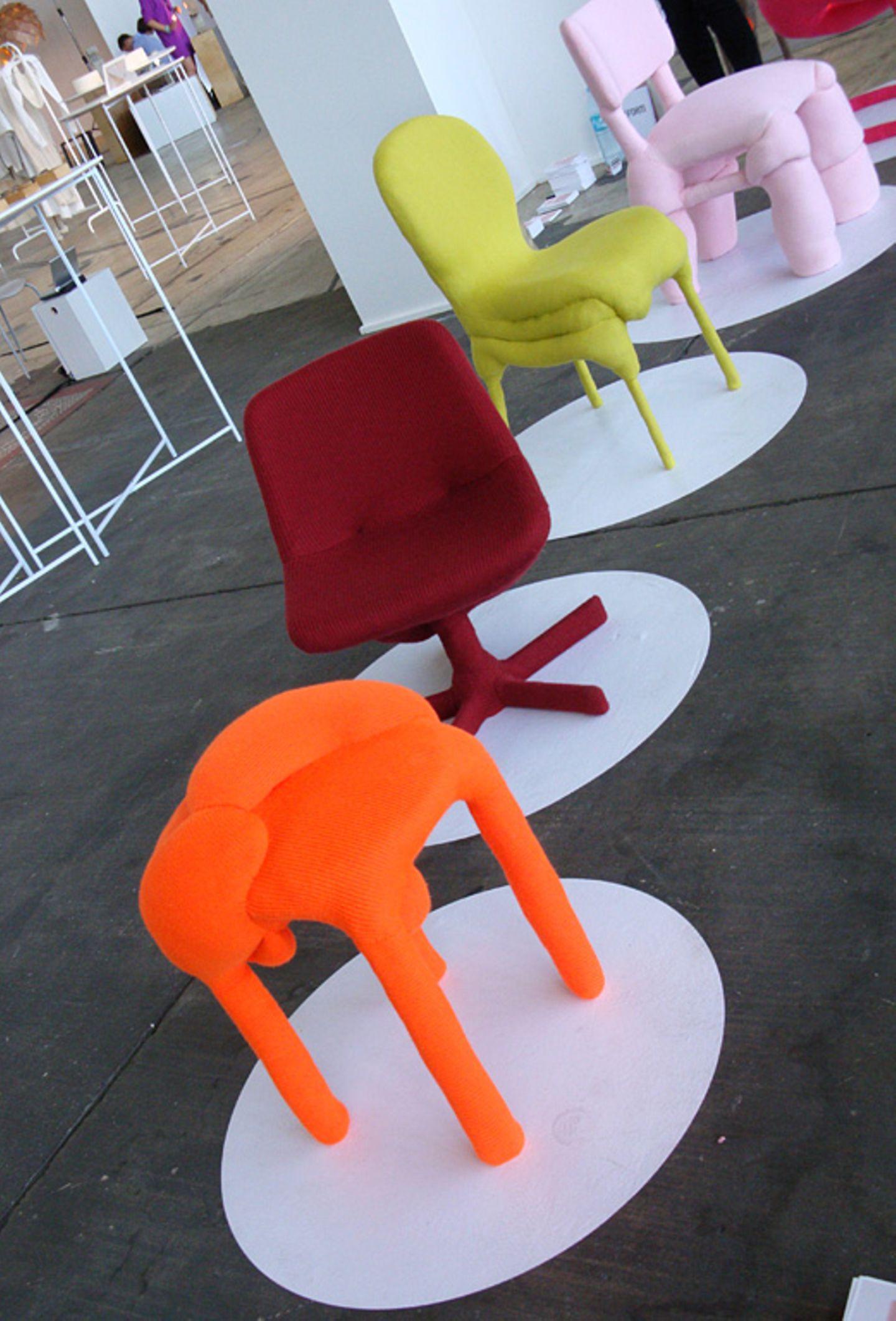 """Hässlich oder schön? Diesen Widerspruch sollen die Sitzmöbel """"Deform"""" von Melina Krais in Frage stellen. Sie haben Beulen sowie…"""
