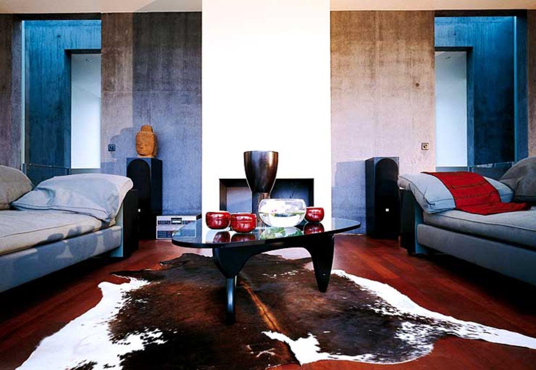 Wohnraum mit Beton und farbigem Putz