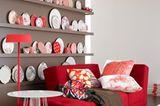 Schöner Kontrast: Taupe mit Rot und Weiß