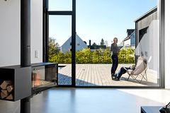 Terrasse zwischen drei Baukörpern