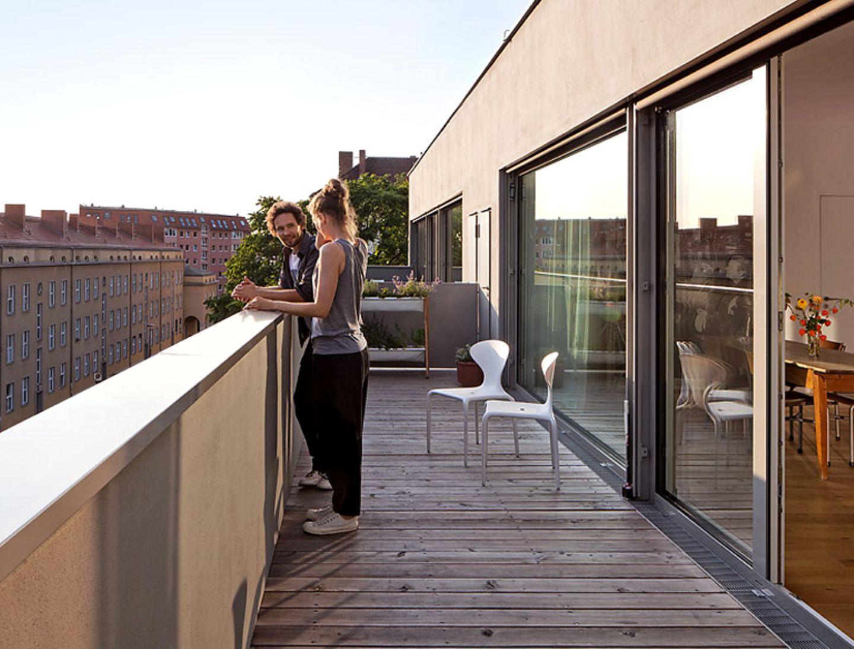 Dachterrasse mit Holzboden in Berlin