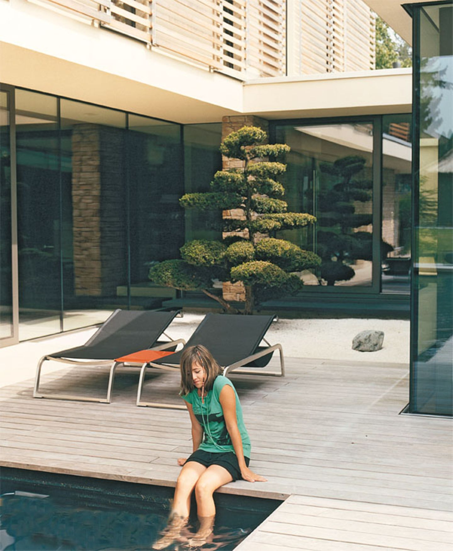 Terrasse aus hellem Holz