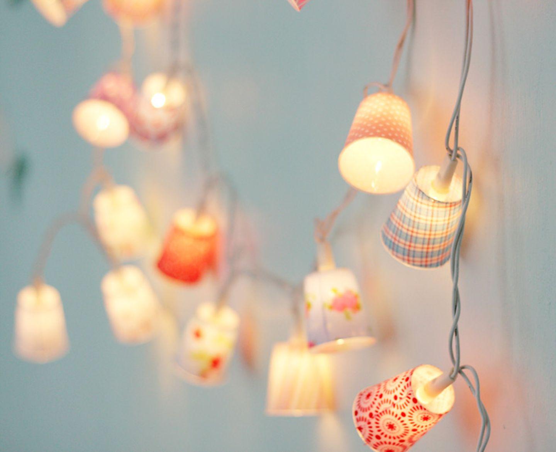 Lichterkette im Kinderzimmer als Hintergrundbeleuchtung