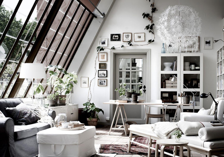 Großzügige Atelierfenster bringen Licht unter die Dachschräge. Ob der Einbau von Atelierfenstern technisch und baurechtlich möglich ist und mit welchen Kosten Sie rechnen müssen, erfahren Sie von Ihrem Architekten.