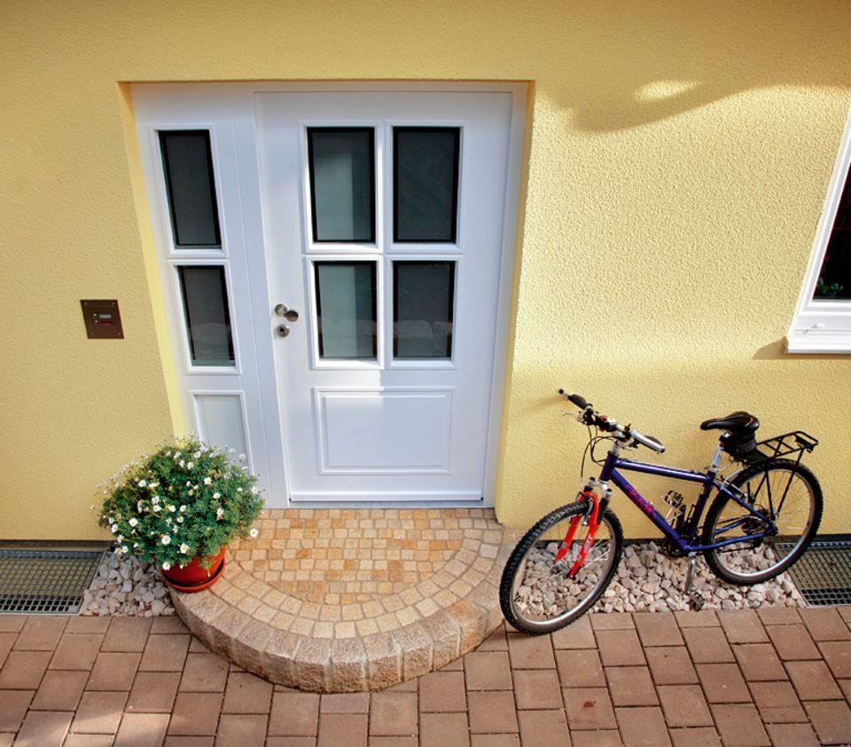 Bei diesem Hauseingang klingelt jeder Besucher gern an der Eingangstür