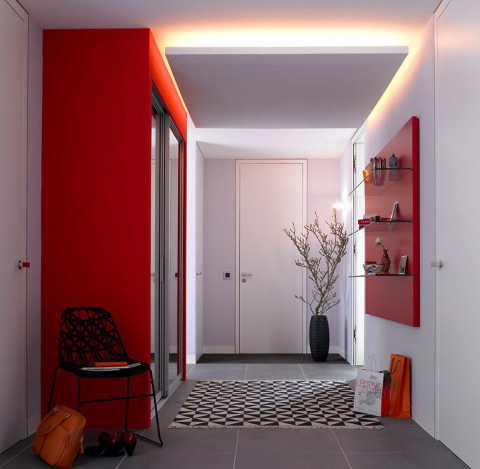 Abhängen: Indirekte Beleuchtung unter der Zimmerdecke