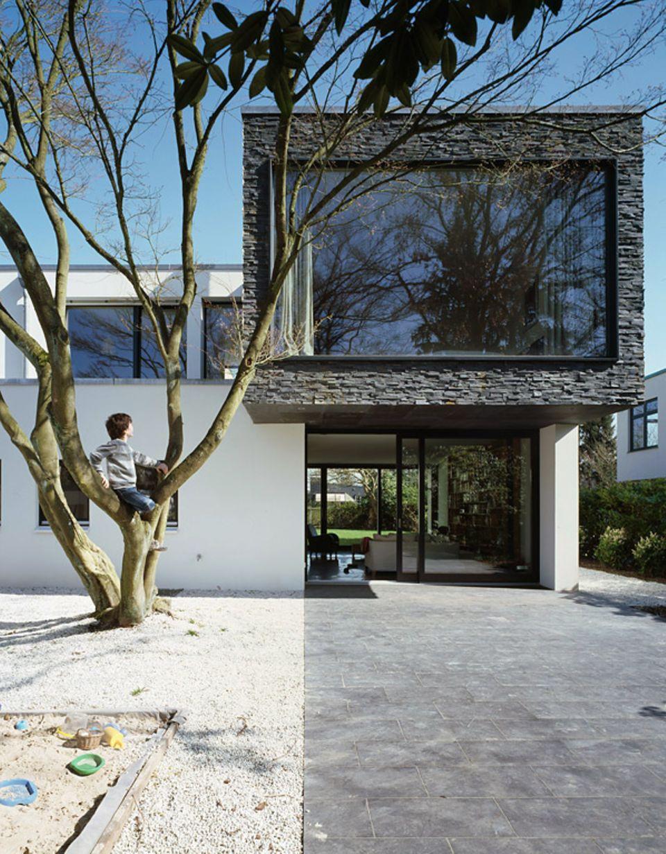 Wohnen mit Naturmaterialien: Mit Struktur oder als glatte Fläche - je nach Wohnstil und Einsatzart kann Stein anders aussehen.