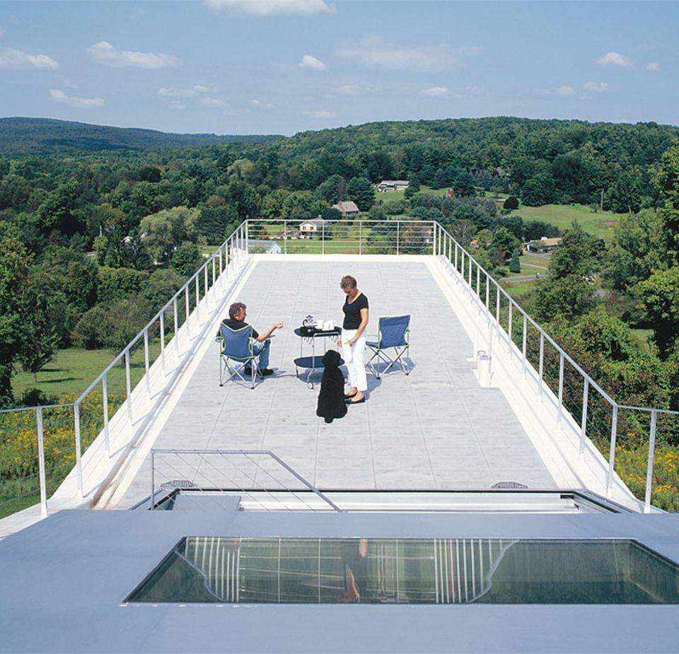 Exklusiver Sommersitz: Flachdach mit Dachterrasse