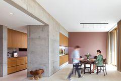 Küche aus Holz und Sichtbeton