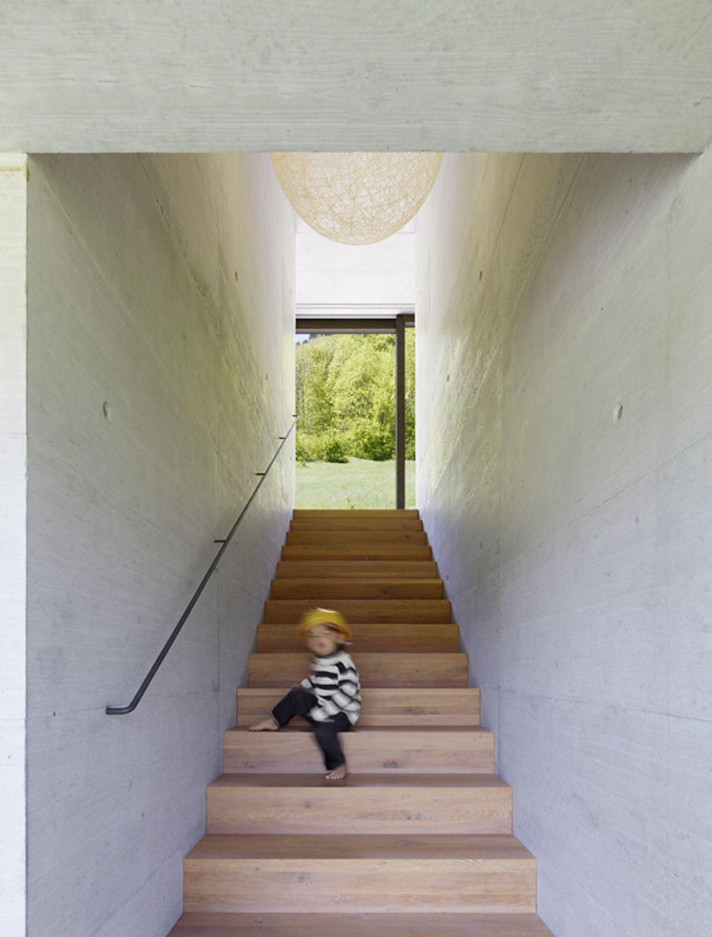 Schmale Treppe verbindet die Etagen