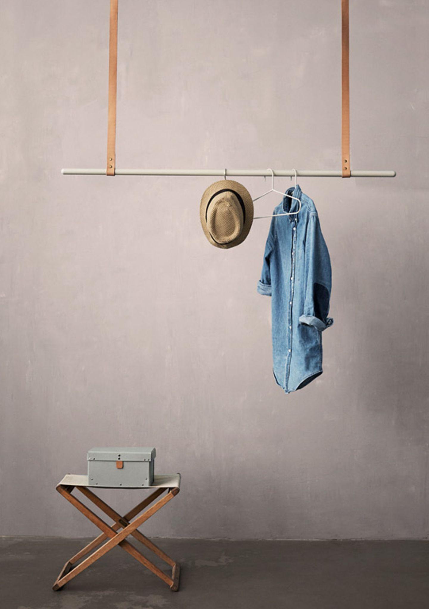 """Schwebend: Kleiderstange """"Clothes Rack"""" von Ferm Living"""