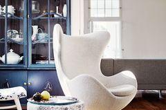 """Der """"Egg Chair"""" in natürlichen Farben"""