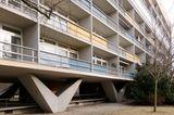 Auf Stelzen: Oscar-Niemeyer-Haus im Hansaviertel, Berlin