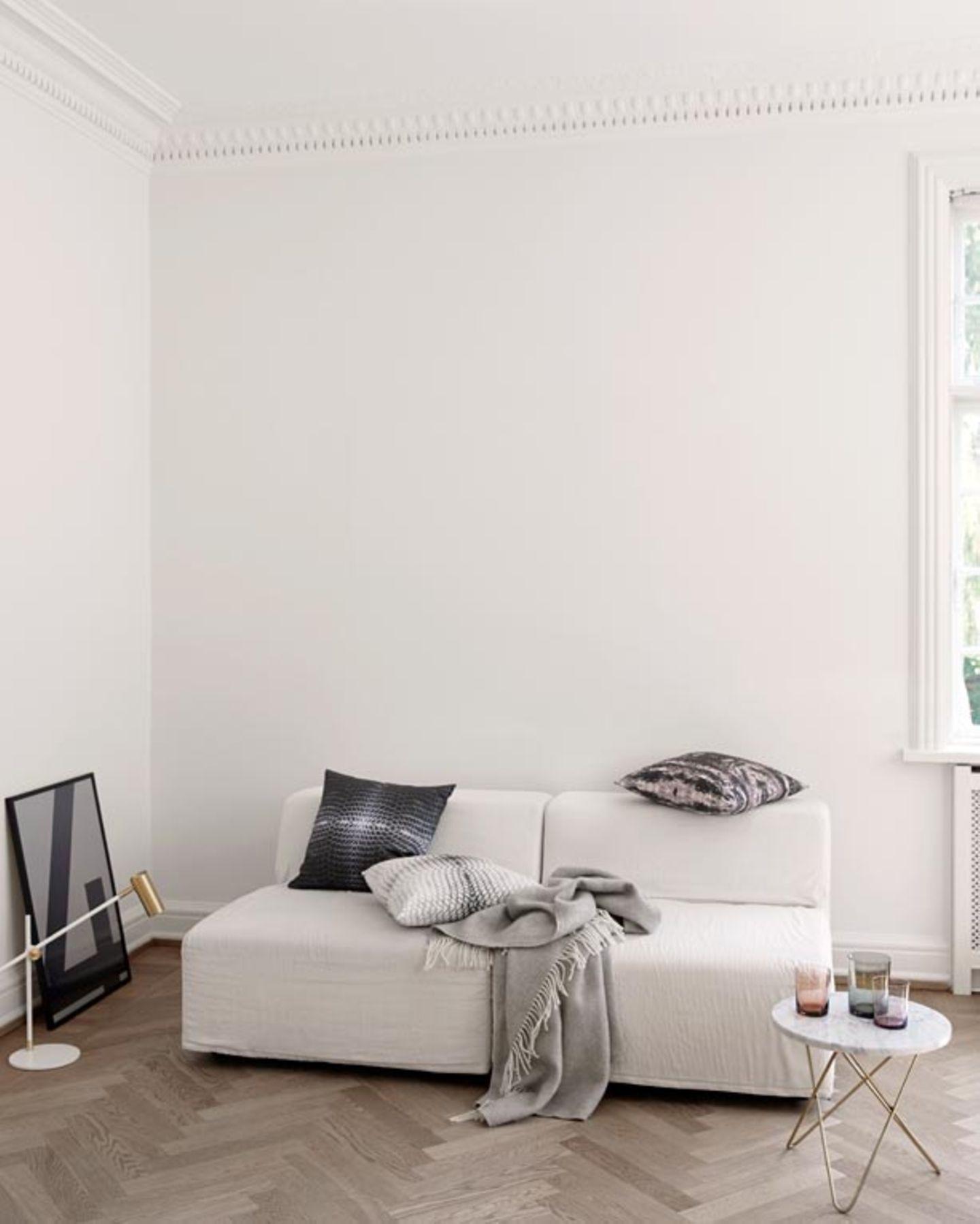 Viel Weiß plus dezente Akzente in Schwarz wirken lässig