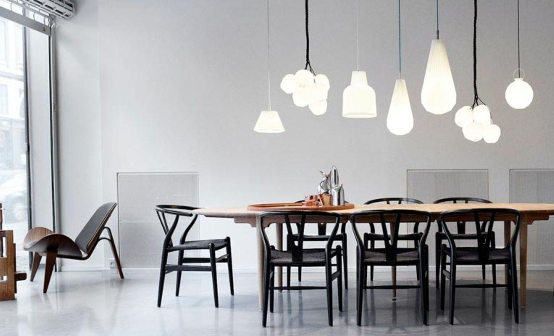 Perfektes Trio: Schwarz, Weiß und Holz