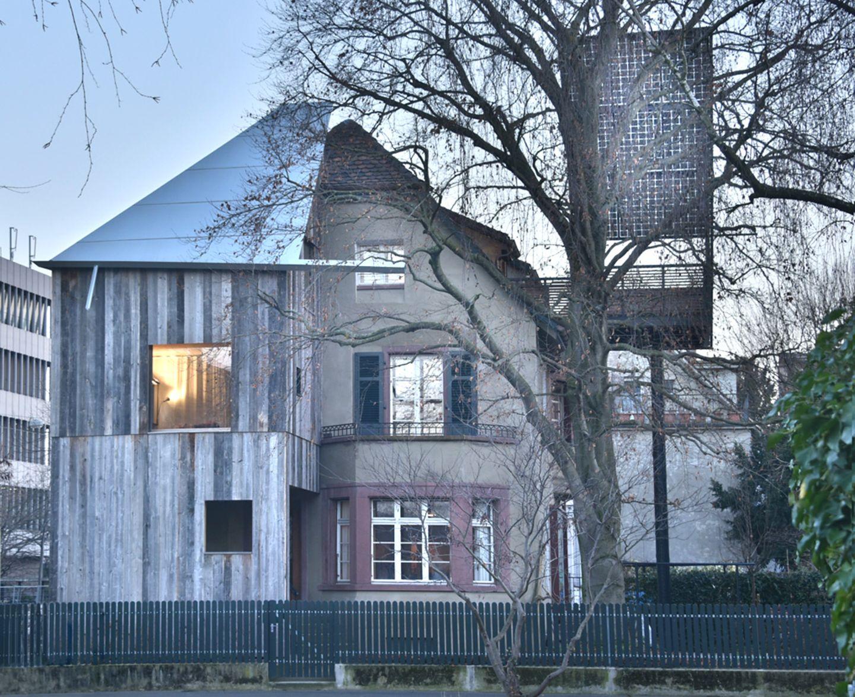 Haus mit Baum