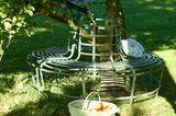 Eine Gartenbank für Romantiker