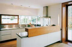 Schlitzförmiges Küchenfenster