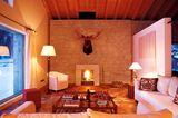 Räume mit viel Holz und Naturstein