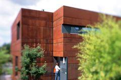 Top-Isolierung hinter Stahlfassade