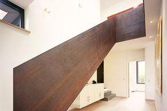 Treppenwangen aus rostigem Stahl
