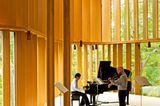 Heller Salon mit Konzertflügel