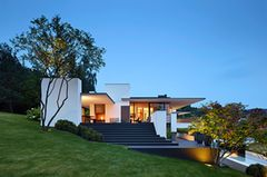 Dreigeschössige Villa