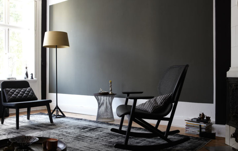 Schwarze Wandfläche als Blickfang