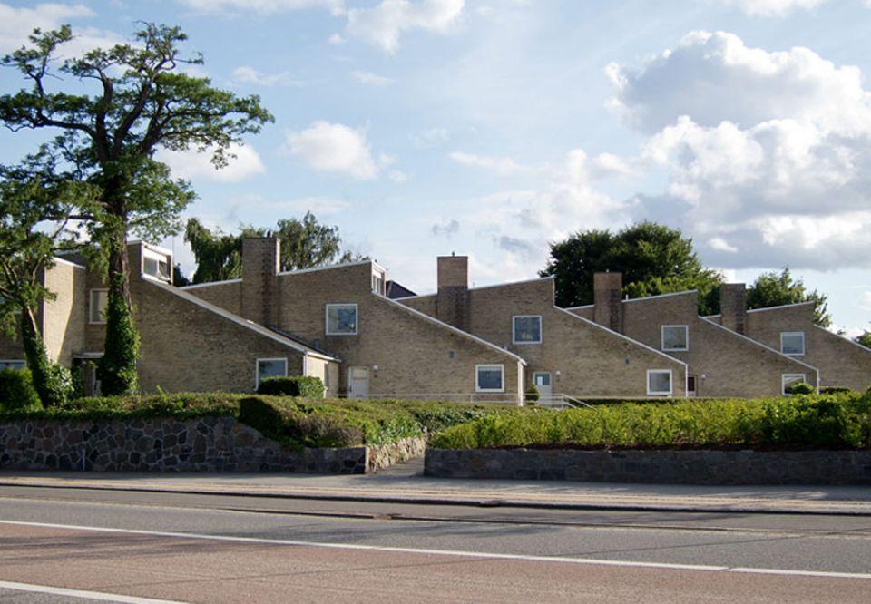 """Reisetipps: Mit Seeblick: Jacobsens Terrassenhaussiedlung """"Søholm"""" in Klampenborg."""