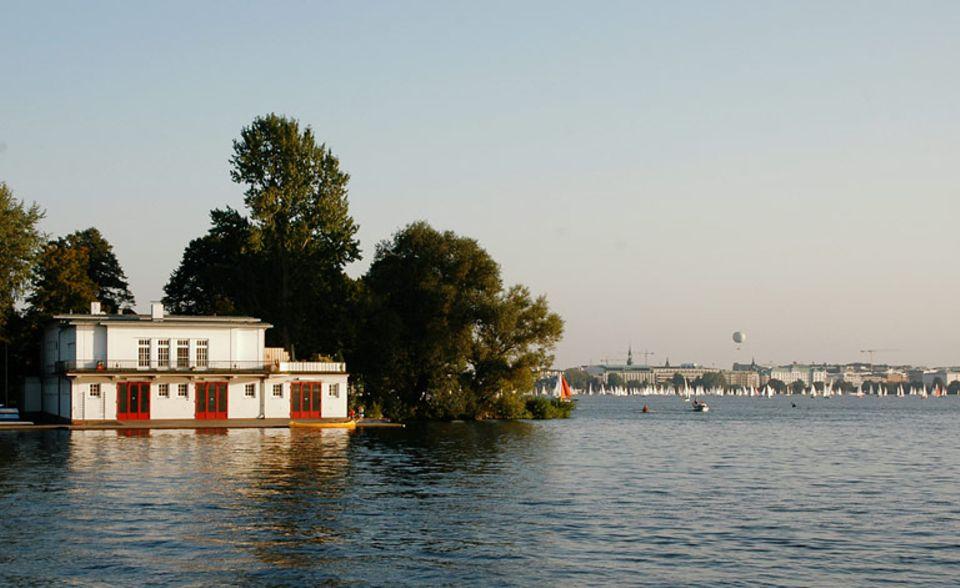 Ein See mitten in der Stadt: die Alster.