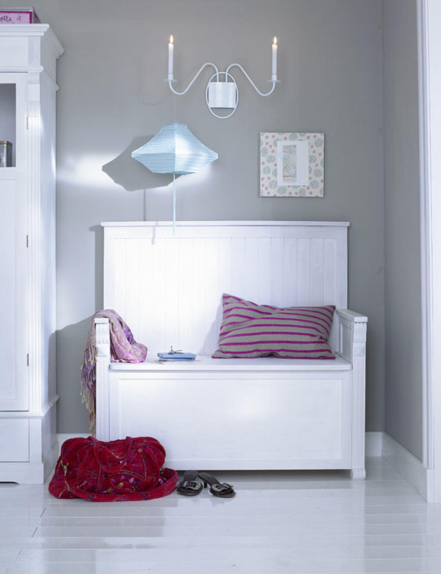 Grau schmeichelt weißer Einrichtung - Bild 9