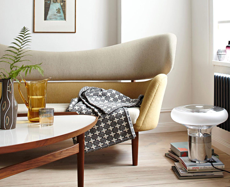 """Sitzecke mit """"Baker Sofa"""" von Finn Juhl"""