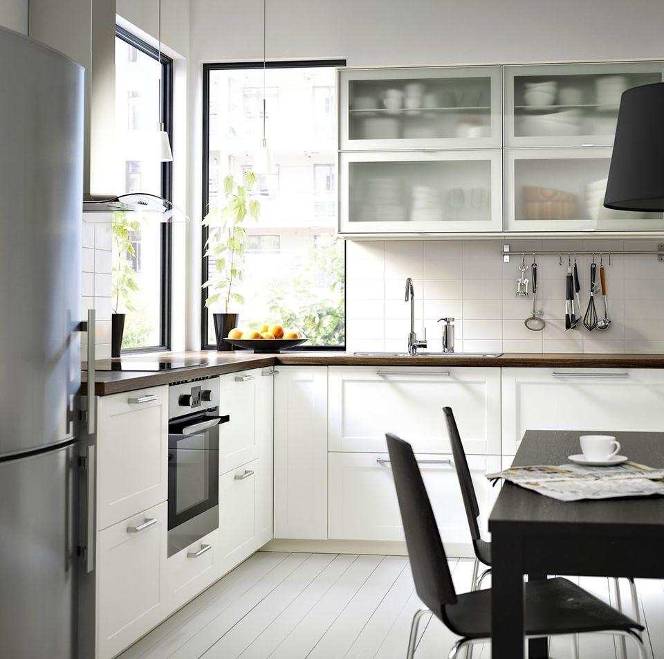 """Küche """"Metod"""" von Ikea mit weißen Fronten"""
