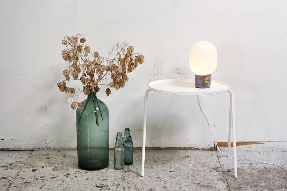 """Tischleuchte """"JWDA Concrete Lamp"""" von Menu"""